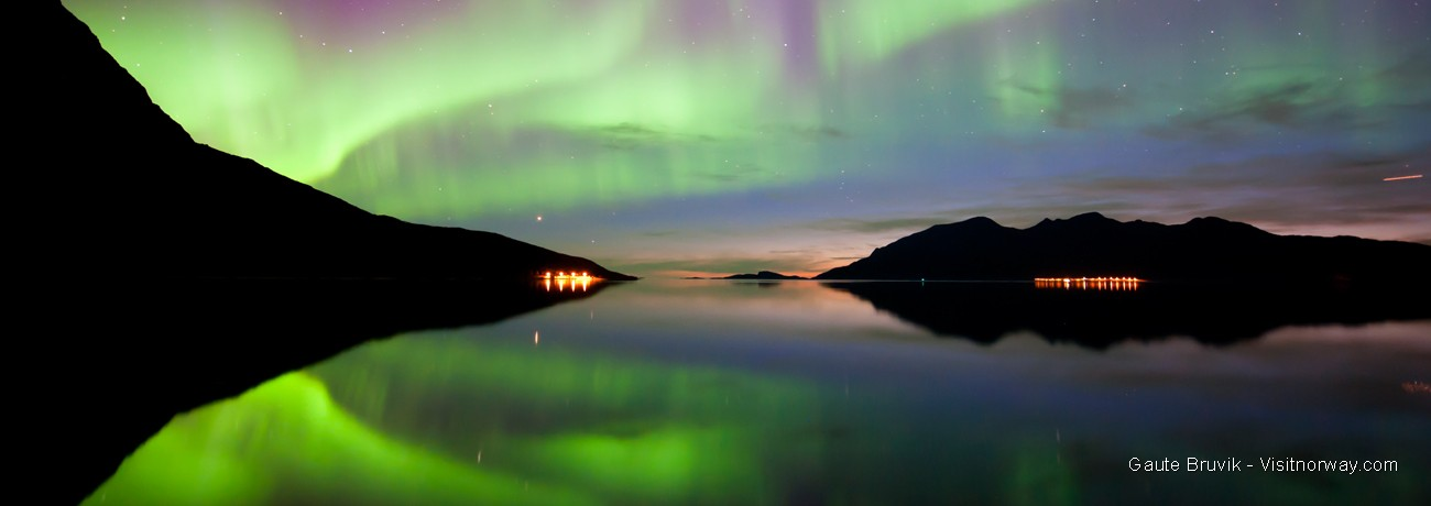 Aurora Boreal fiordo noruego